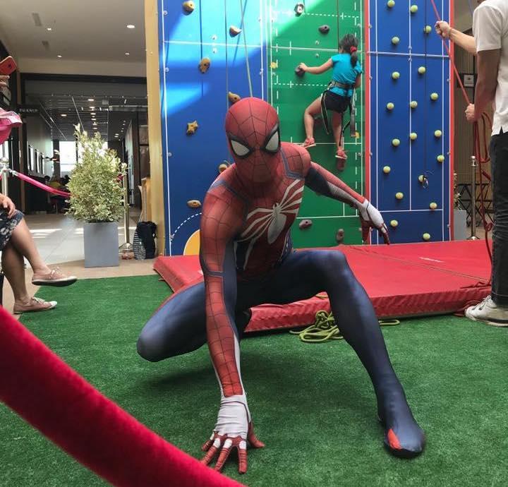 Spider-Man et le mur connecté au Centre Commercial d'Athis-Mons