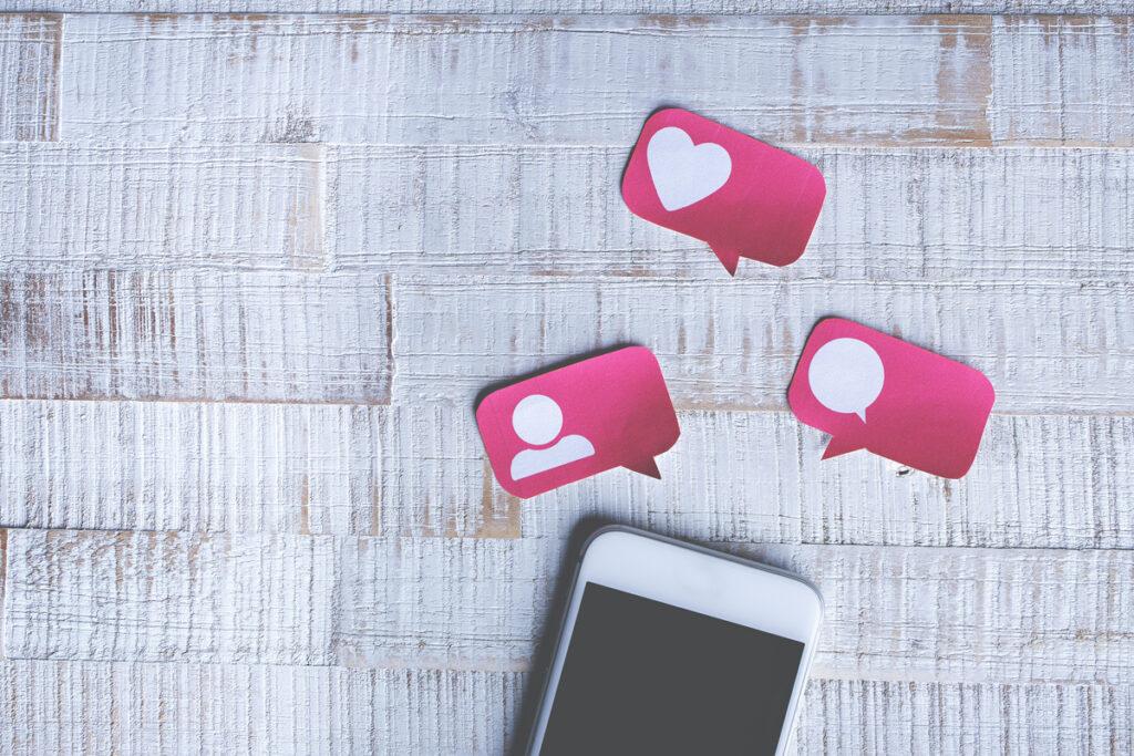 écoute de la satisfaction client grâce aux commentaires en ligne et aux enquêtes de satisfaction